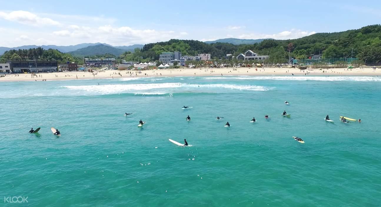 서핑 강습 후에는 아름다운 죽도해변에서 6시까지 자유서핑이 가능하답니다.